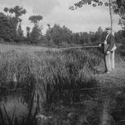 Jean Baptiste RENAULT à la pêche au Pont de Trémeur (1932)