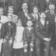 Noces à Trémeur. On voit JeanBaptiste RENAULT, Augustine JEAN, Jean RENAULT (1918)