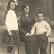 Marie RENAULT, Augustine JEAN, Jean RENAULT (vers 1915)
