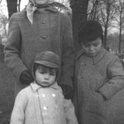 Joelle, Jean-Marie et Armel RENAULT (Paris, v.1959).