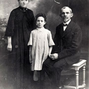 Victor RENAULT, Charlotte DOZOUL et leur fille Gilberte (vers 1921)
