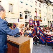 Der damalige Präsident Nuñez spricht zu den Anhängern