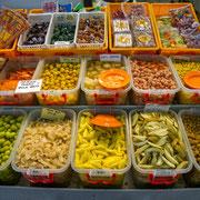 Eingelgte Früchte und Gemüse