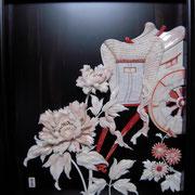 桃珊瑚、スカッチ、白珊瑚等「華車」 今井秀星作 横550mm×縦550mm×奥行120mm(珊瑚彫刻を黒檀製額装)