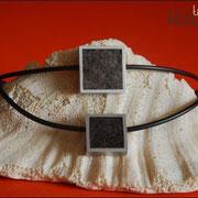 Design-Medaillon eckig an Kautschukkette (Klein 46 €*, Groß 50 €*)