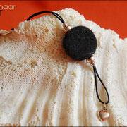 Anhänger Schwarz mit Herzanhänger (Gesamtlänge ohne Schlüsselring, ca. 100 mm) (24 € *)
