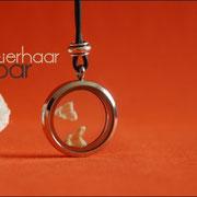 Schatzkammer (Edelstahl) mit Perle und Zähnchen an Kautschukkette (29 €*)