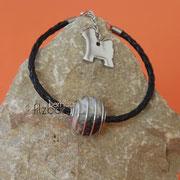 Armband Spiralkugel, geflochtenes Leder, Verlängerungskettchen und TT-Anhänger (43 € *) - als Kette bis 50 cm (54 € *)