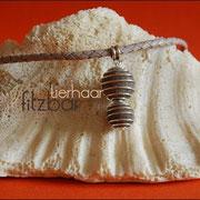 """""""Große und kleine Spiralkugel"""" an Schmuckanhänger und geflochtener Lederkette (53 € *)"""