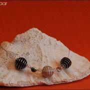 Spiralkugelnkette mit Perlen u. Glasteinen in div. Farben (52 € *)