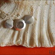 """Medaillon-Klein"""" in Silbefarben an Juwelierdraht (40 € *)"