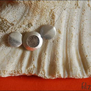 """Medaillon-Klein"""" in Silbefarben an Juwelierdraht (50 € *)"