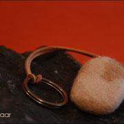 Natur mit Lederband, ca. B30 x H50 x T13mm (40 € *)