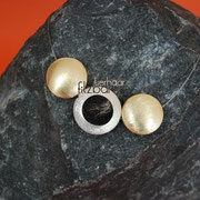 """Medaillon-Klein"""" in Gold/Silberfarben an Juwelierdraht (40 € *)"