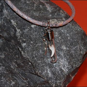 """Zahn """"schwebend"""" - Anhänger (Edelstahl) mit Flügel an geflochtener Lederkette (38 €)"""