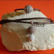"""Armband geflochtenes Leder und Spiralkugel (33 € *), """"Große und kleine Spiralkugel"""" an Schmuckanhänger und geflochtener 70 cm Lederkette (55 € *)"""