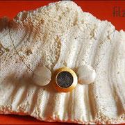 """Medaillon-Klein"""" in Silber/Goldfarben an Juwelierdraht (42 € *)"