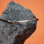 Glasbogen (Edelstahl) an gefl. Leder-Kette m. Herzschließe (49 € *)