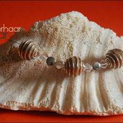 Spiralkugelkette mit Perlen u. Glasteinen in div. Farben (47 € *)