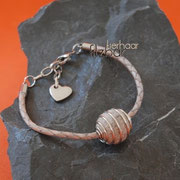 Armband Spiralkugel, geflochtenes Leder, Verlängerungskettchen und Herzabschluss (37 € *) - als Kette bis 50 cm (48 € *)