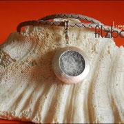 """""""Medaillon-Groß""""mit Schmuckanhänger, Karabiner und geflochtener langer 70 cm Lederkette (57 € *)"""