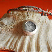 """""""Medaillon-Groß""""mit Schmuckanhänger, Karabiner und geflochtener langer 70 cm Lederkette (61 € *)"""