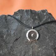 Schatzkammer  (Edelstahl) mit Haaren und Zahn an geflochtener Lederkette (56 € *)