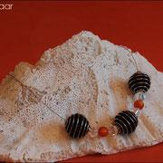 Spiralkugelnkette mit Perlen u. Glasteinen in div. Farben (47 € *)