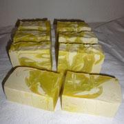 Zitronencremeseife nach dem Schneiden
