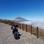 Yamaha XSR vor dem Pico del Teide