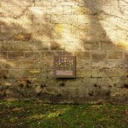 """"""" Tlapalería """" sur mur en pierre avec quelques éclaircies."""