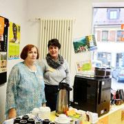 Freundlicher Service beim Kaffeeausschank