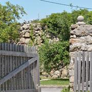 Das Holztor in den Garten vom Priorinnentrakt