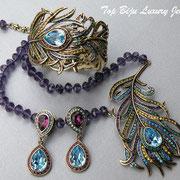 """П-782.Колье, браслет и серьги """"Pretty as a Peacock"""" от Хэйди Даус. Бронзированный сплав, камни Сваровки запатентовано - CRYSTALLIZED™-Swarovski, австрийские хрустальные бусины"""