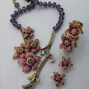 """П-784.Комлект """"Orchids"""" дизайнер Хэйди Даус. Австрийские бусины, камни Сваровски; запатентовано - CRYSTALLIZED™-Swarovski, бронзированный сплав"""