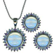 """KF-30. Комплект """"Морская луна"""". Кулон и серьги, барельефный камень, кристаллы аврора болериалис, гравировка """"Seaview moon"""" на всех изделиях. Цена 1300грн"""
