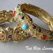 П-723..Сет из 2 браслетов, американский дизайнер Роберт Гразиано. Ювелирный сплав под античное золото, вставки из худ стекла. Повтор под заказ