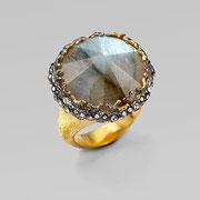 П-704.Кольцо от американского дизайнера Алекса Битара. Люцит, камни Сваровски, позолота.