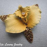 П-758.Необыкновенной красоты орхидея от Джоан Риверс (см.раздел *ИМЕНА*),брошь новая,маркирована.Тончайшая работа,четкие детали,размер-4 см.