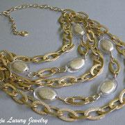 П-838. Колье из новой коллекции 2012 в металле под золото или серебро. Колье состоит из 5 рядов цепочек,декор красивыми золотистыми камнями. Максимальная длина 55см, можно регулировать застежкой крабом.Повтор под заказ