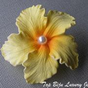 П-735.Уникальная винтажная брошь 40х годов, маркирована Западная Германия, в идеальной, новой сохранности. Тончайший целлулоид,ручная работа, каждая прожилка индивидуальна, эффект живого цветка.