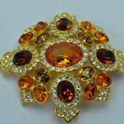 П-826.Шикарная бошь-кулон от Кеннета Джей Лейна.Ювелирный сплав под золото,кристаллы Сваровски,выпуклая ,oбъёмная форма. Размер-6х6.5 см.ПОВТОР ПОД ЗАКАЗ