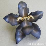 П-842. Потрясающая редчайшая брошь полностью ручной работы от знаменитого и неподражаемого Алекса Биттара, знаменитого во всем мире своими украшения из люцита.Крупный цветок орхидеи декорирован камнями Сваровски,размер 9см. Повтор под заказ