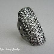 П-1024. . Дизайнерское кольцо от американского дизайнера Адрианы. Ювелирный сплав ганметалл, декор камнями Сваровски. ПОВТОР ПОД ЗАКАЗ