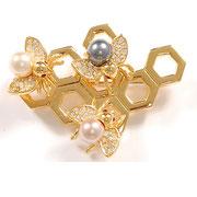 """П563.Брошь """"Трудолюбивые пчелки"""" от американского дизайнера Джоан Риверс."""