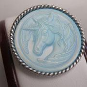 П-1358. Красивая дизайнерская брошь-кулон от американской компании Киркс Фолли. Ювелирный сплав с серебром, камень-хамелион с изображением мифического единорога. Диаметр-5.5см.