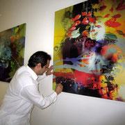 Firma de la obra de Rafael Espitia serie Aqua realizada para cada habitación del hotel Las Américas Torre del Mar