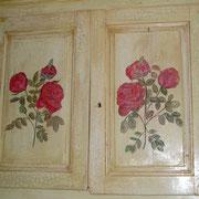 armoire peinte patine effet craquelé décors roses à lancienne - 1000