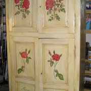 meuble peint patine et décors rose - peintre decoratuer toulouse