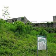 © Traudi  -   Burgruine Kappelberg. Siehe: http://de.wikipedia.org/wiki/Burg_Beutelsbach